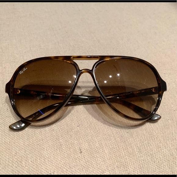 9f0766f1c77cf Ray-Ban Cats 5000 Classic RB4125 Sunglasses. M 5ccd0032689ebce21fa2977c